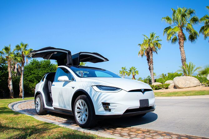 Private Tesla Transfer from Los Cabos Airport to Tourist Corridor Area