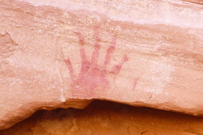 Anasazi Tour in Mystery Valley with Najavo Guide