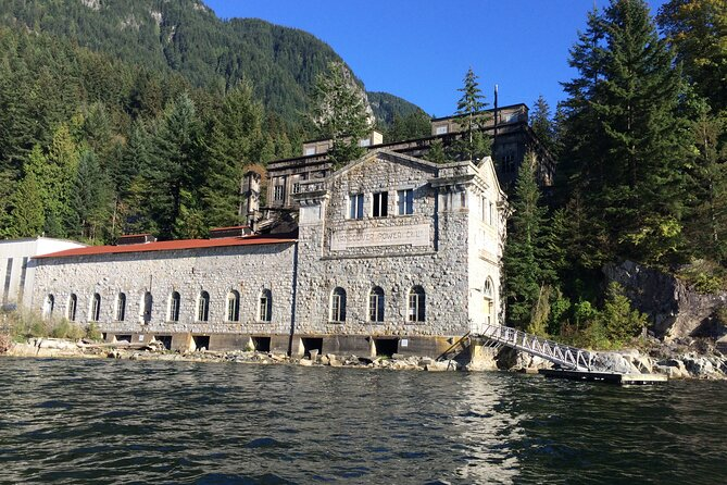 2 Hour Chartered Boat Tour from Deep Cove North Vancouver