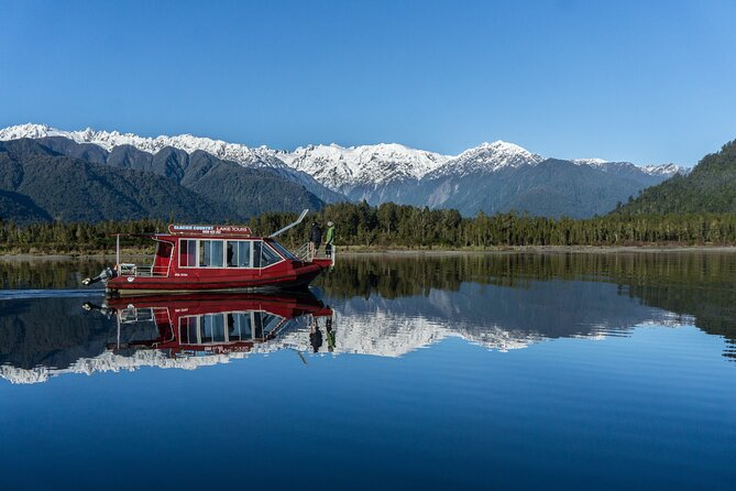 2-Hour Scenic Cruise in Lake Mapourika