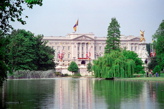 London Super Saver: Royal London Sightseeing Tour with Madame Tussauds & London Eye entry tickets