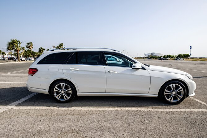 Private Transfer: Larnaca Airport to Protaras 1-14 pax