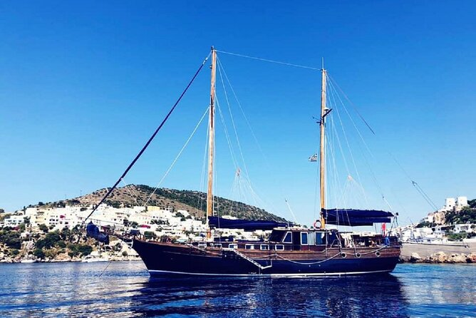 Capri in luxury gulet : tour of the island with lunch on board and snorkeling