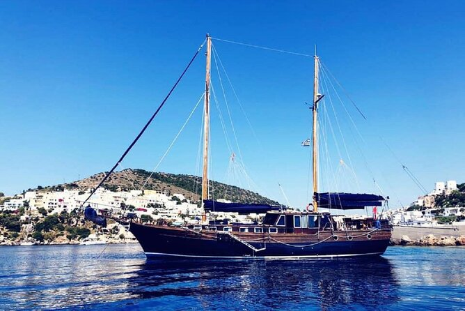 Sunset tour in the Gulf of Naples aboard a luxury gulet