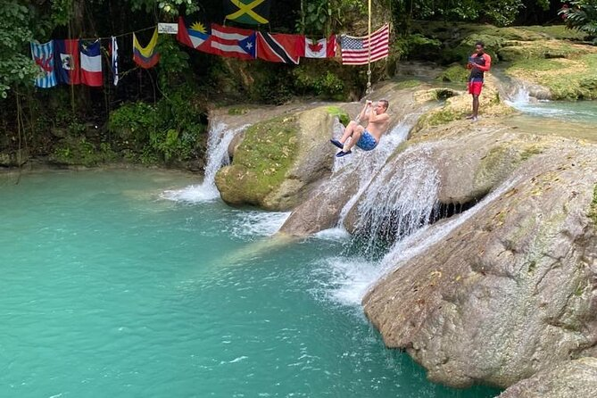 Combo Blue Hole & River Tubing Tour from Ocho Rios