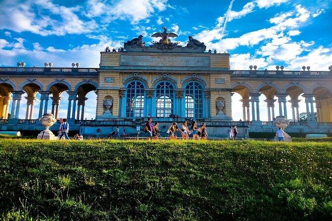 Fun & mobile puzzle rally tour through the Schönbrunn Palace Park