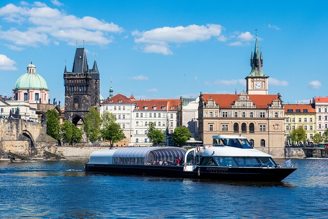 Prague Old Town Walking Tour with Buffet Lunch On a Boat