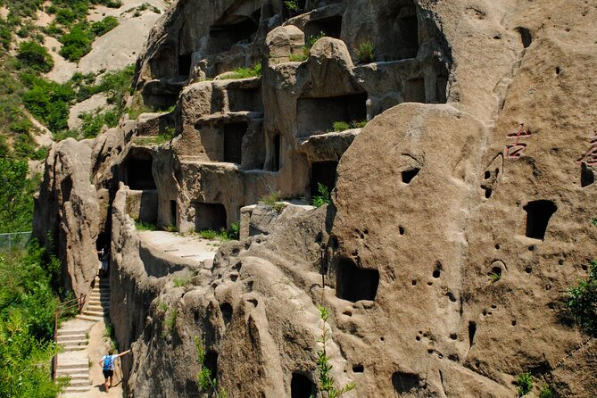 Beijing Private Day Tour: Longqing Gorge and Ancient Cliff Dwellings (Guyaju)