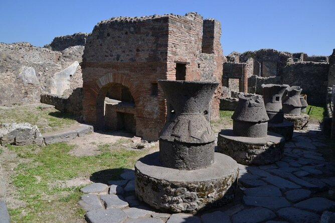 Skip-the-Line Pompeii Express Tour by Train from Sorrento