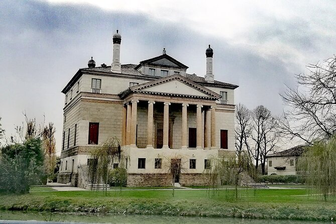 Discovery tour by bike along Riviera Brenta villas from Venice