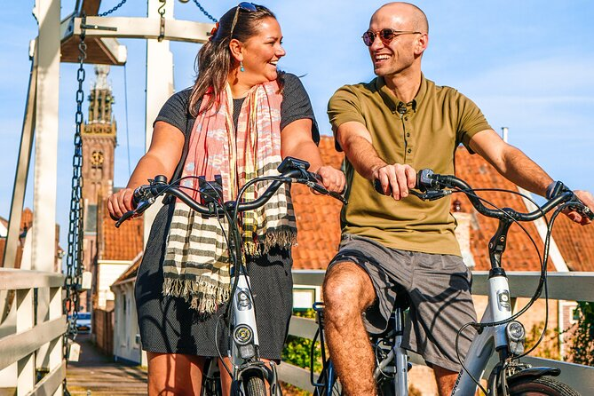 Volendam: E-bike rental with suggested countryside- and fisherman village route