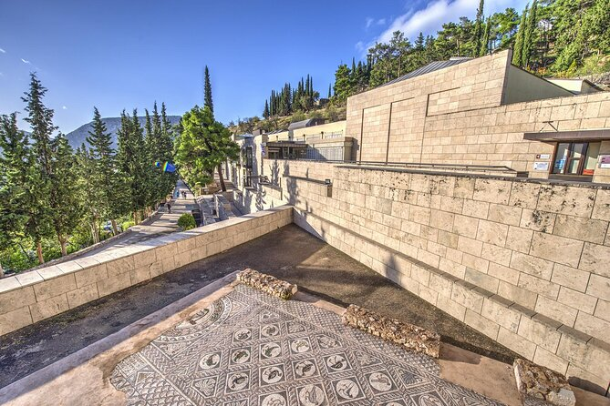 Athens to Delphi & Arachova Full-Day Private with Lunch & Museum Tickets