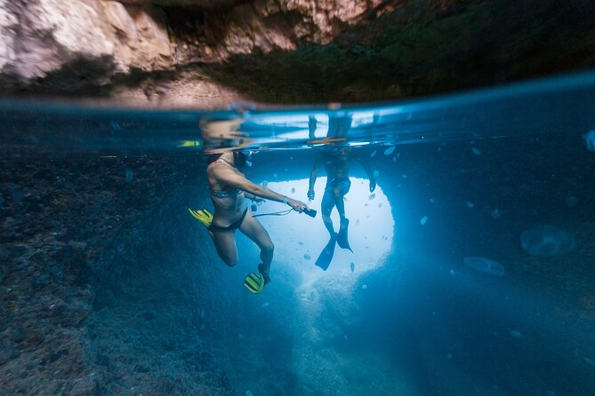 3 Islands Stand-Up-Paddle Cave & Snorkeling Tour in Pula