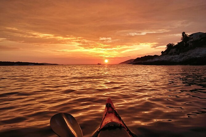 Sunset sea kayaking Hvar