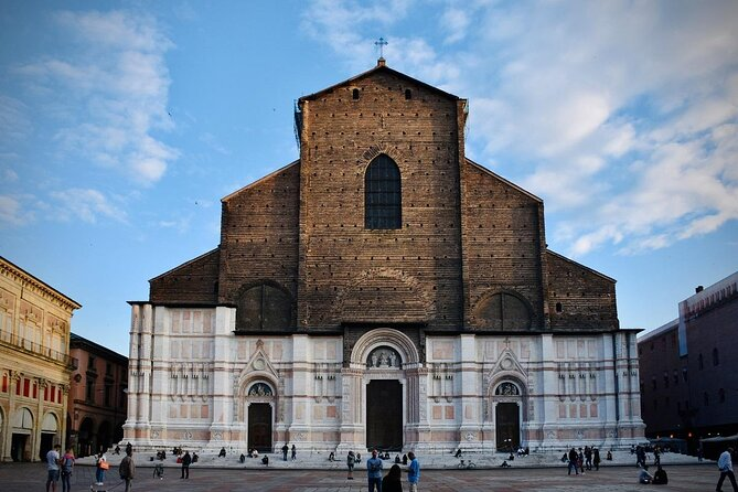 San Petronio Basilica (Basilica di San Petronio)
