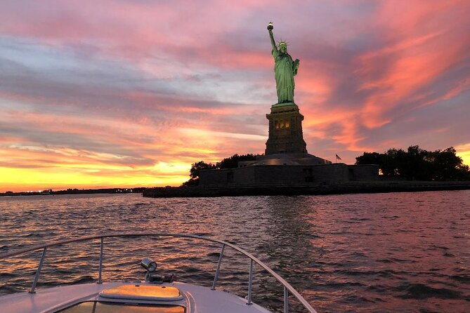 Private New York City Sunset Boat Tour