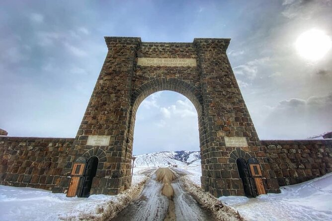 Yellowstone National Park Private Boutique Winter Tour