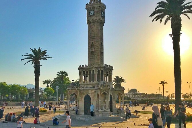 Izmir City Tour with Kordonboyu Republic Square, Konak Square, Clock Tower, Kemeralti Bazaar and Karsiyaka