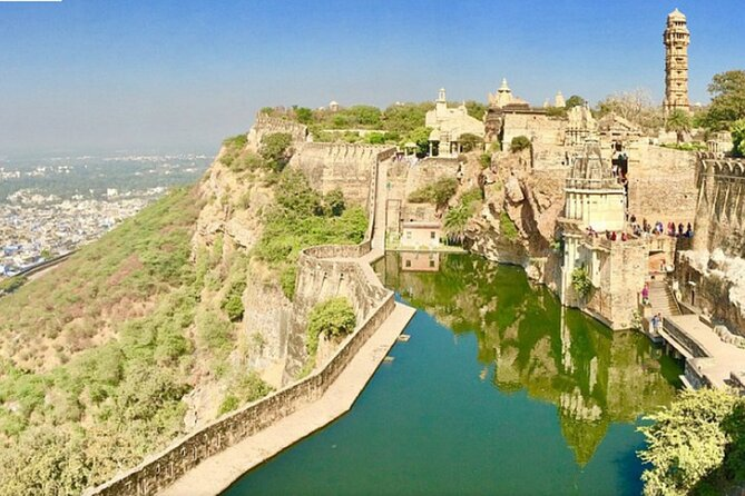 Visit Chittor Fort & Pushkar from Udaipur with Jaipur Drop