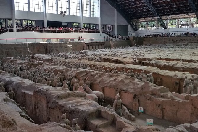 Xian Private 2-day Tour: Terracotta Warriors, City Walls and Mt. Huasha