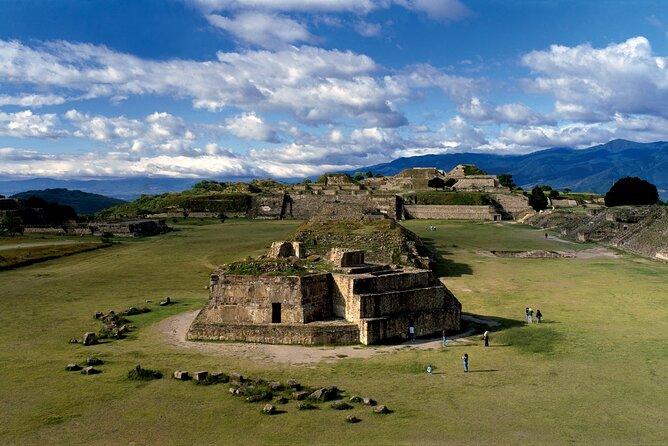 Monte Albán, Arrazola, Cuilapam y San Bartolo Coyotepec. pick up 7:00am