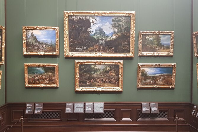 Guided tour of the picture gallery with a tour of the kennel