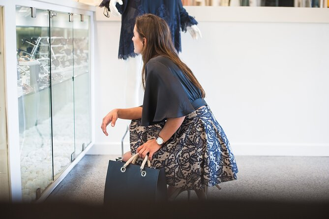 Fashion Shopping Tour in Toronto with a Local Stylist