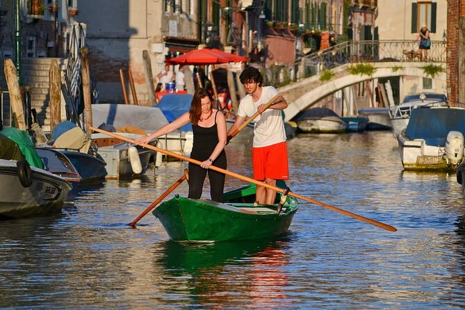 """Learn to Row in Venice with """"Venetian Rowing"""""""