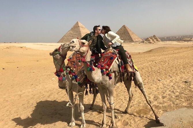 Full-Day Private Tour to Giza Pyramids, The Egyptian Museum and Khan Bazaar.