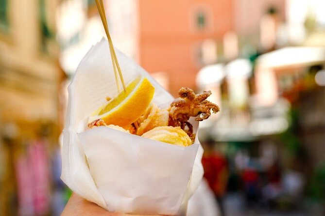 Walking tour among the villages and flavors of Genoese street food