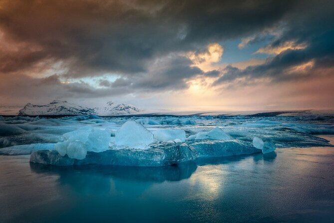 5-Days Auroras, Volcanoes and Glacier Lagoon Tour from Reykjavík