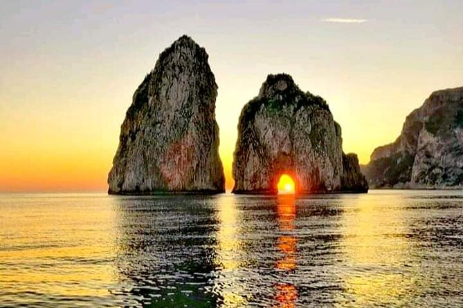 Private Tour of Capri by Boat at Sunset with Aperitif