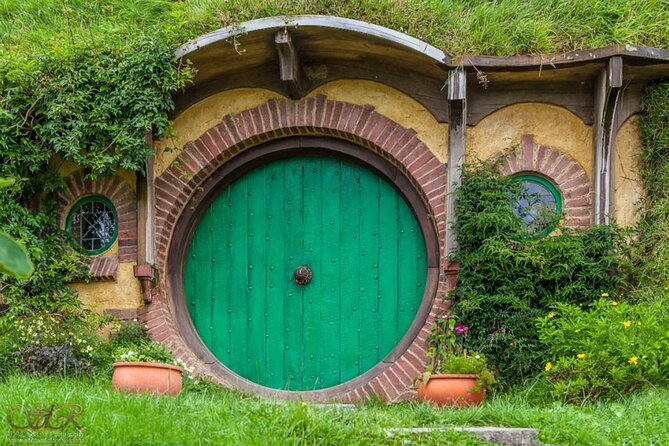 Full-Day Hobbiton Movie Set Small-Group Tour from Tauranga