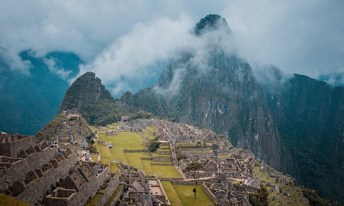 Virtual Attractions Around the World to Visit Right Now