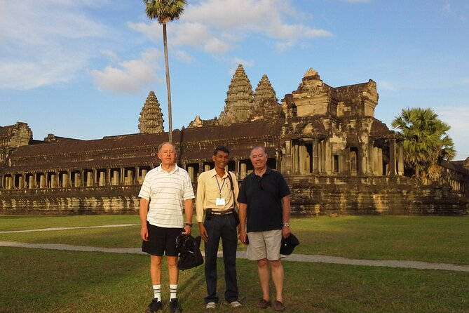 Full-Day Private Tour with Sun Rise in Lost City & Angkor Wat from Siem Reap