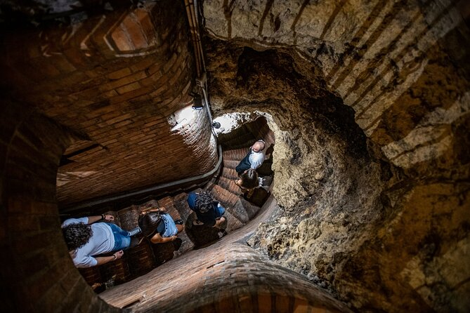 Guided tour of the historical cellars in Montepulciano