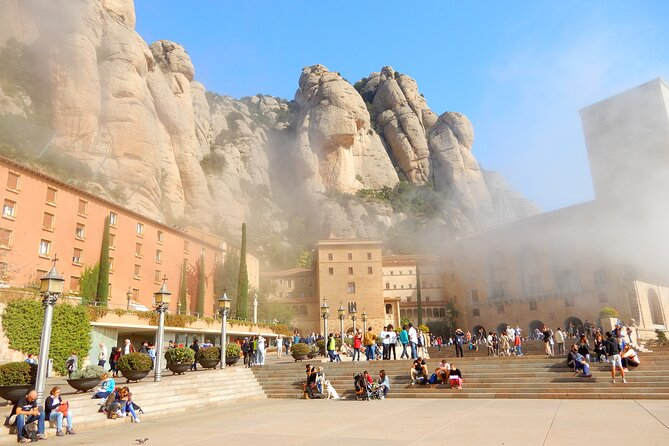 Montserrat Day Trip with Lunch and Wine Tasting from Barcelona