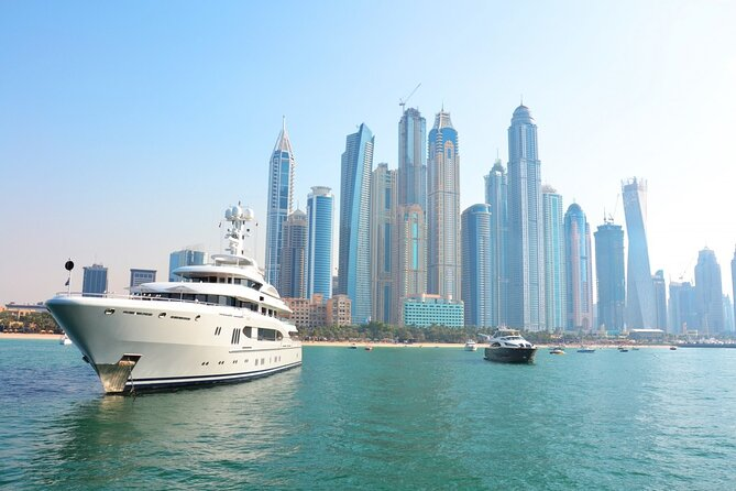 Private Luxury Yacht Tour in Dubai Marina with Dinner
