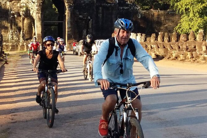 Temples Discovery by Bike Full-Day Private Tour