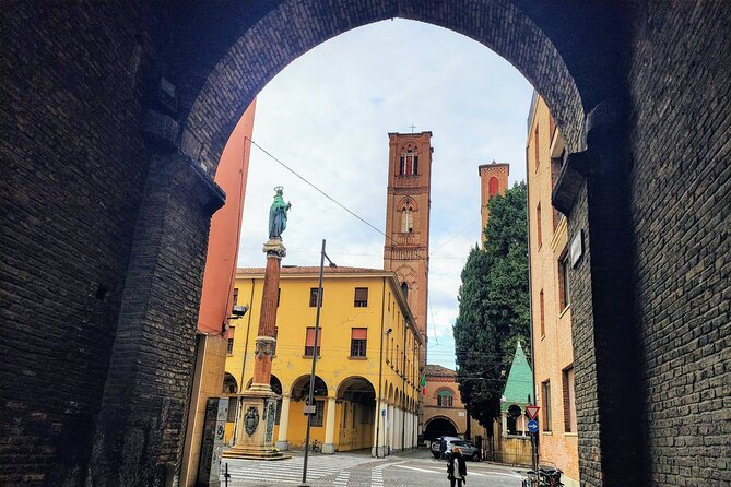 Private City Exploration Game of The Hidden Gems of Bologna