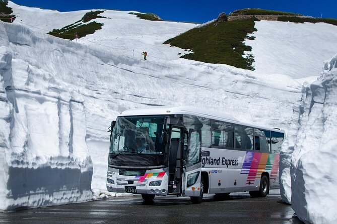 2-Day Unlimited Bus Pass to Norikura Snow Wall in Negano