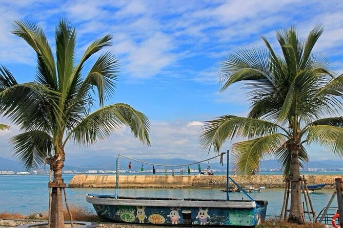 5-Day Private Sanya Tour for Local Culture, Wildlife and Rain-forest
