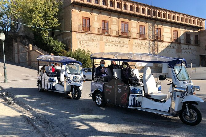 Private Tour in Tuk-Tuk through La Granada de los Reyes Católicos