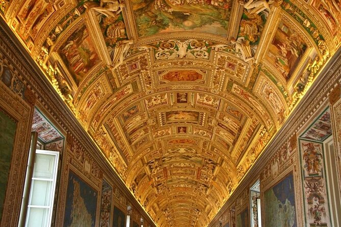 Skip the Line: Vatican Museums & Sistine Chapel Small-Group Evening Walking Tour