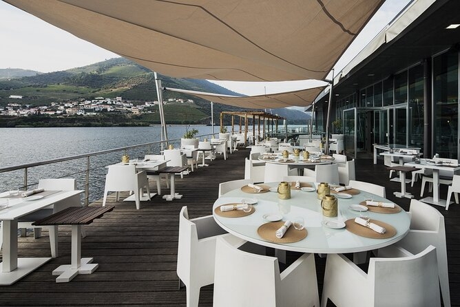 Douro Valley Premium Tour (With gourmet lunch, wine tasting and private cruise)