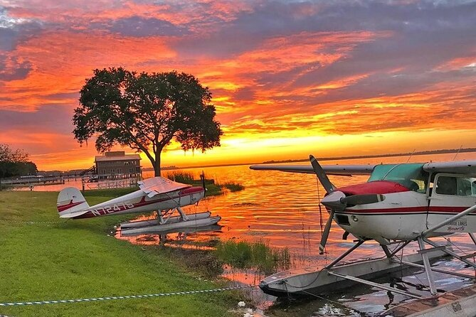 30-Minute Harris Chain of Lakes Sunset Tour by Seaplane