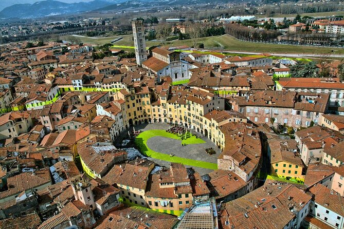 Lucca: Self-Guided Tour by Bike with MAP