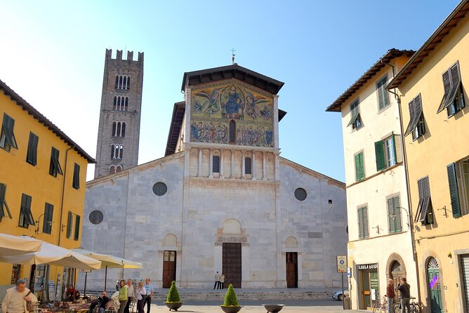Lucca: walking tour of the city centre and the walls