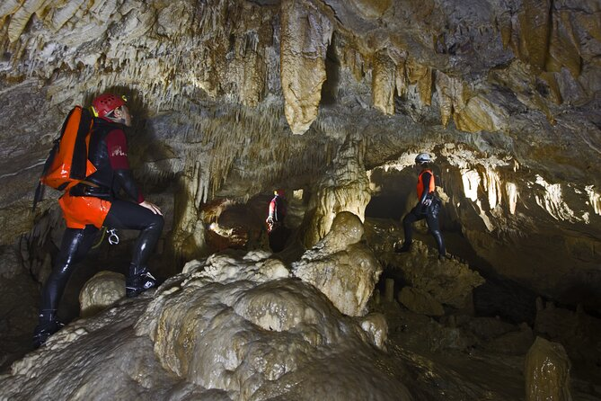 Small-Group Cave Exploration Experience in Tana che Urla