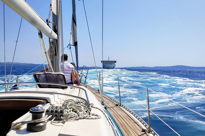Navigazione sull'isola di Brac da Spalato: tour per piccoli gruppi in mezza giornata con nuotata e snack